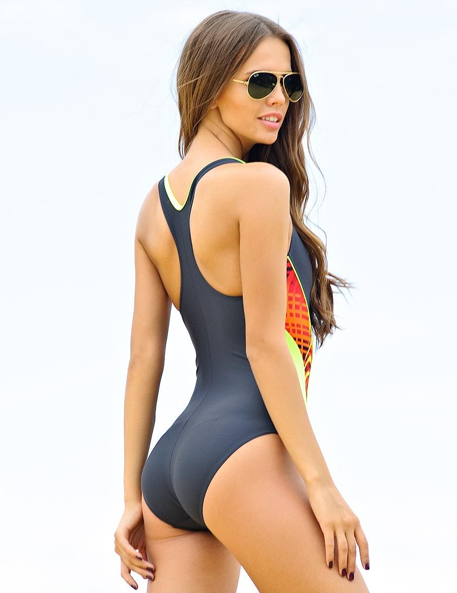 Фото девушки в спортивных купальниках фото